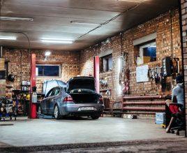Hebebühne in der Garage